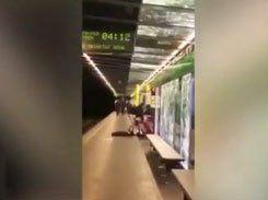 Casal safado fazendo sexo no metro da Espanha