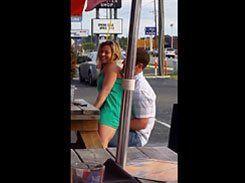 Casal safados transando em público na lanchonete