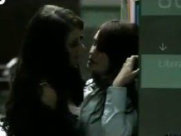 Dulce Maria transando com lésbica em filme porno