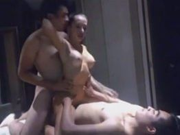 Casada fodendo dupla penetração com dois amigos